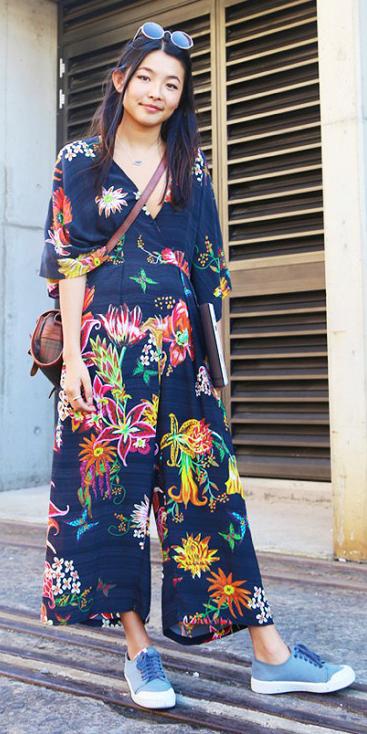 blue-navy-jumpsuit-floral-blue-shoe-sneakers-brun-sun-brown-bag-crossbody-spring-summer-weekend.jpg