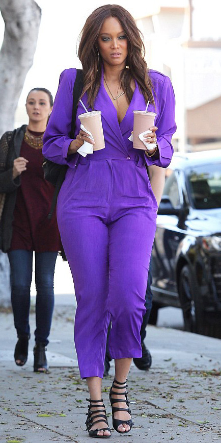 purple-royal-jumpsuit-black-shoe-sandals-tyrabanks-howtowear-spring-summer-brun-lunch.jpg