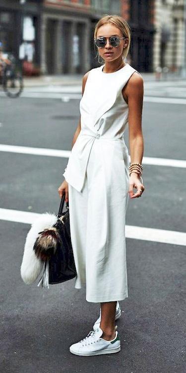 white-jumpsuit-sun-bun-white-shoe-sneakers-howtowear-spring-summer-blonde-lunch.jpg