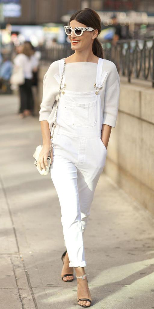white-jumpsuit-overalls-white-sweater-sun-pony-white-bag-mono-black-shoe-sandalh-howtowear-spring-summer-hairr-lunch.JPG