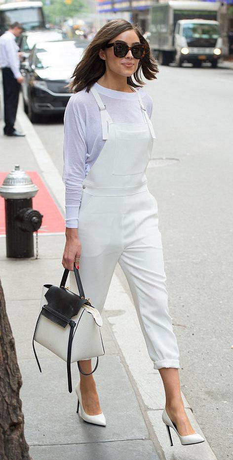 how-to-style-white-jumpsuit-denim-overalls-mono-white-bag-white-tee-white-shoe-pumps-brun-sun-spring-summer-fashion-olivaculpo-lunch.jpg
