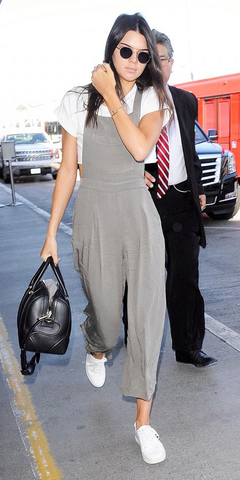 grayl-jumpsuit-white-tee-crop-white-shoe-sneakers-black-bag-sun-brun-airport-spring-summer-weekend.jpg