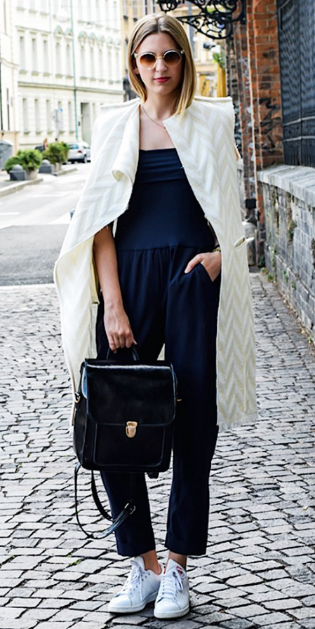 black-jumpsuit-white-jacket-coat-white-shoe-sneakers-blonde-sun-necklace-black-bag-pack-howtowear-spring-summer-lunch.jpg