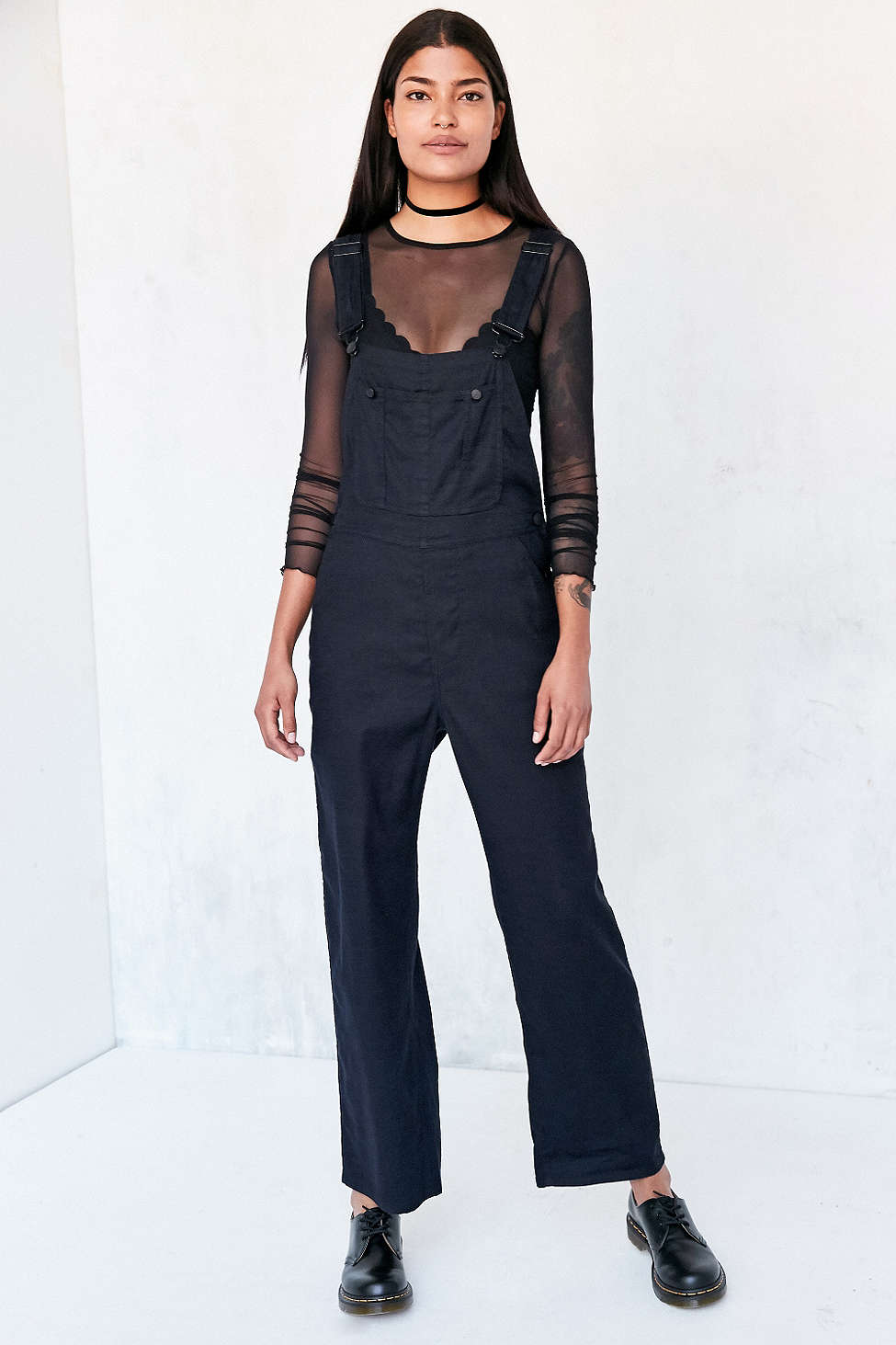 black-jumpsuit-black-top-sheer-spring-summer-wear-fashion-style-overalls-black-shoe-brogues-choker-brun-lunch.jpg
