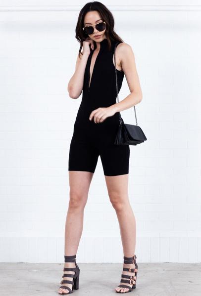black-shorts-cycling-bike-mono-black-bag-black-top-sun-black-shoe-sandalh-brun-lunch.jpg