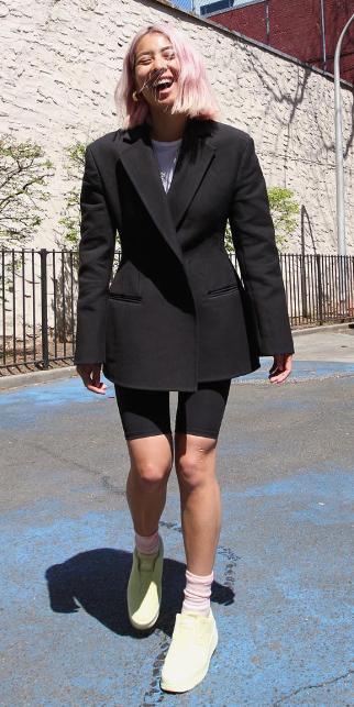 black-shorts-cycling-bike-pink-hair-socks-yellow-shoe-sneakers-black-jacket-blazer-oversized-spring-summer-lunch.jpg