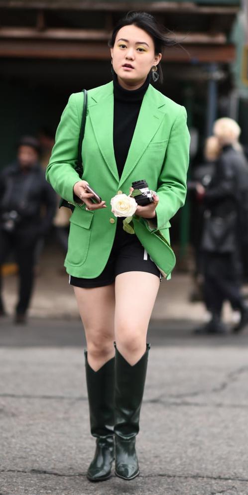 black-shorts-cycling-bike-green-emerald-jacket-blazer-black-tee-turtleneck-brun-black-bag-black-shoe-boots-cowboy-fall-winter-lunch.jpg