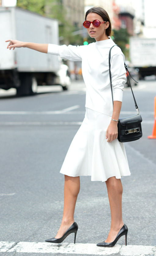 white-aline-skirt-white-top-black-bag-black-shoe-pumps-sun-pony-mono-howtowear-fashion-style-outfit-spring-summer-brun-work.jpg