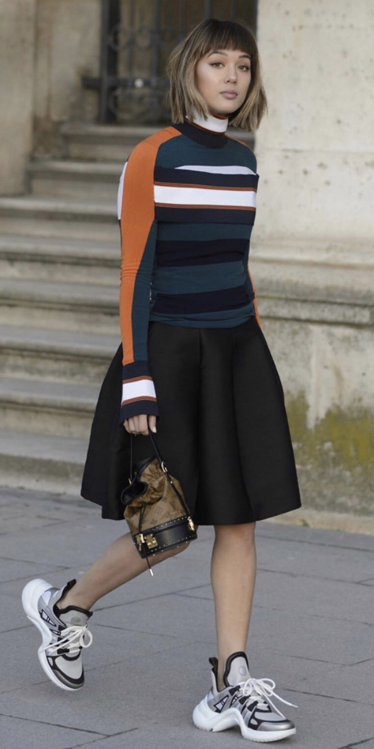 black-aline-skirt-gray-shoe-sneakers-camel-bag-blue-navy-top-stripe-hairr-bob-fall-winter-lunch.jpg