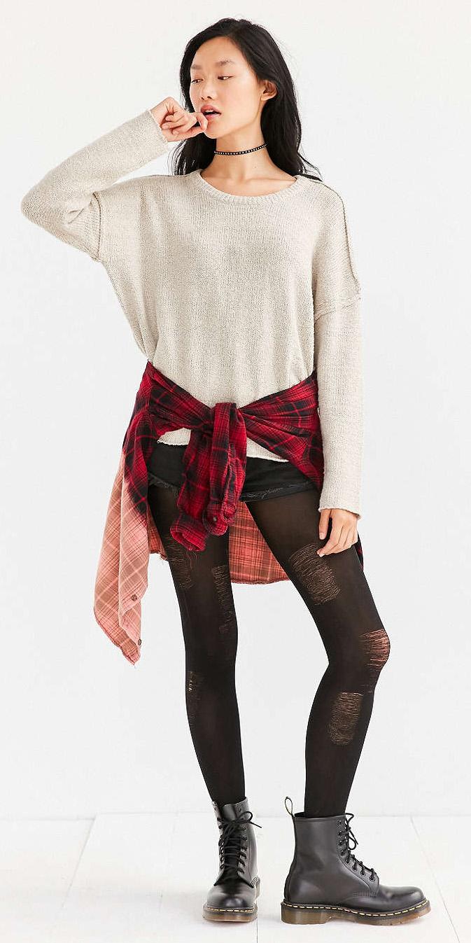 black-shorts-white-sweater-red-plaid-shirt-howtowear-fashion-style-outfit-fall-winter-black-tights-black-shoe-booties-choker-denim-brun-weekend.jpg