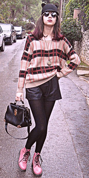 black-shorts-black-tights-tan-sweater-stripe-sun-black-bag-pink-shoe-booties-fall-winter-brun-weekend.jpg
