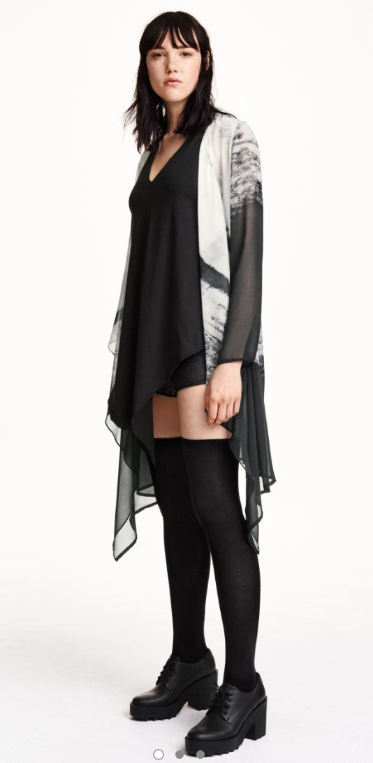 black-shorts-black-top-white-cardiganl-howtowear-fashion-style-outfit-fall-winter-knee-socks-black-shoe-brogues-lunch-brun.jpg