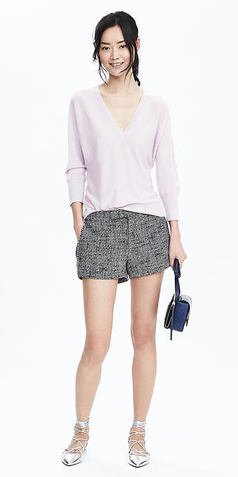 grayl-shorts-purple-light-sweater-tweed-howtowear-fashion-style-outfit-spring-summer-gray-shoe-flats-metallic-blue-bag-pony-brun-lunch.jpg