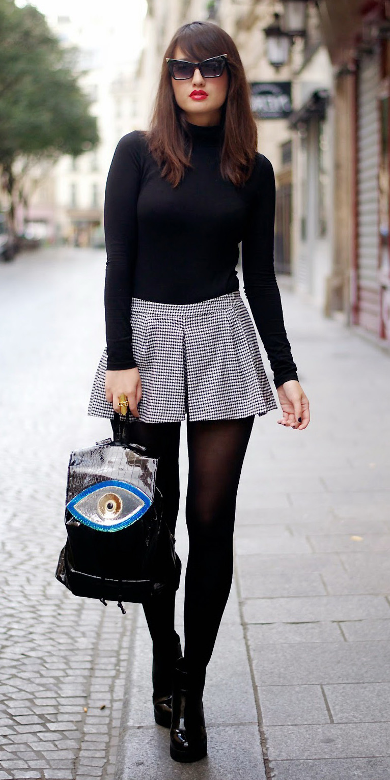 white-shorts-black-sweater-turtleneck-brun-sun-black-tights-black-shoe-booties-black-bag-pack-fall-winter-lunch.jpg