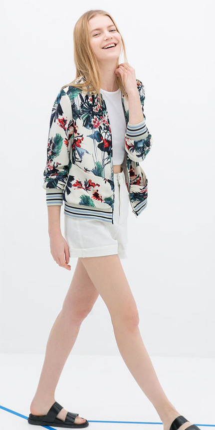 white-shorts-white-tee-crop-green-emerald-jacket-bomber-print-black-shoe-sandals-howtowear-fashion-style-outfit-spring-summer-blonde-weekend.jpg