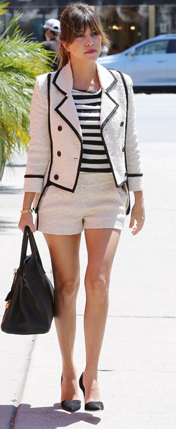 white-shorts-black-tee-stripe-white-jacket-lady-suit-pony-black-bag-hand-black-shoe-pumps-kourtneykardashian-howtowear-fashion-style-outfit-spring-summer--brun-lunch.jpg