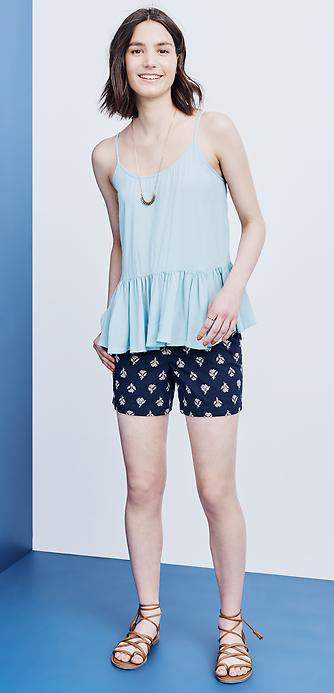 blue-navy-shorts-blue-light-cami-howtowear-fashion-style-outfit-spring-summer-cognac-shoe-sandals-print-peplum-necklace-brun-weekend.jpg