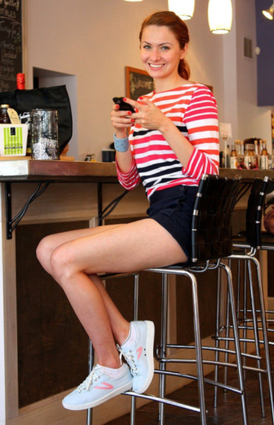 blue-navy-shorts-red-tee-stripe-pony-howtowear-fashion-style-outfit-spring-summer-white-shoe-sneakers-hairr-lunch.jpg