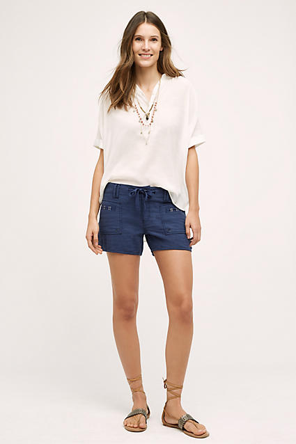 blue-navy-shorts-white-top-blouse-howtowear-fashion-style-outfit-spring-summer-tan-shoe-sandals-necklace-hairr-weekend.jpg