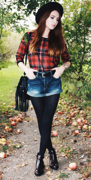 blue-navy-shorts-orange-top-plaid-print-belt-howtowear-fashion-style-outfit-fall-winter-black-tights-black-shoe-booties-hat-black-bag-denim-hairr-dinner.jpg