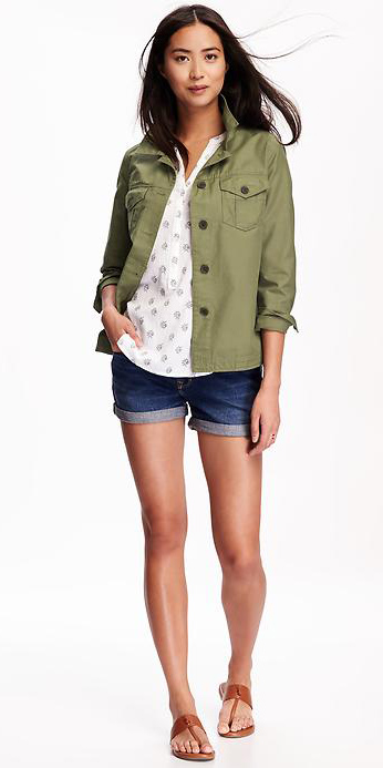 blue-navy-shorts-white-top-blouse-howtowear-fashion-style-outfit-spring-summer-cognac-shoe-sandals-green-olive-jacket-utility-denim-brun-weekend.jpg