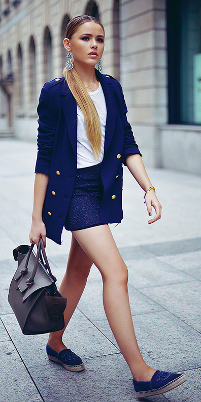 how-to-style-blue-navy-shorts-white-tee-blue-navy-jacket-blazer-blue-bag-blue-shoe-flats-blonde-pony-earrings-spring-summer-fashion-lunch.jpg