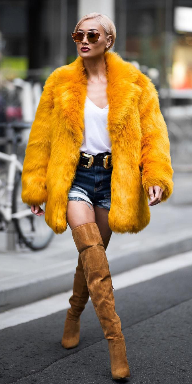 blue-navy-shorts-denim-belt-white-tee-cognac-shoe-boots-otk-yellow-jacket-coat-fur-blonde-sun-fall-winter-lunch.jpg