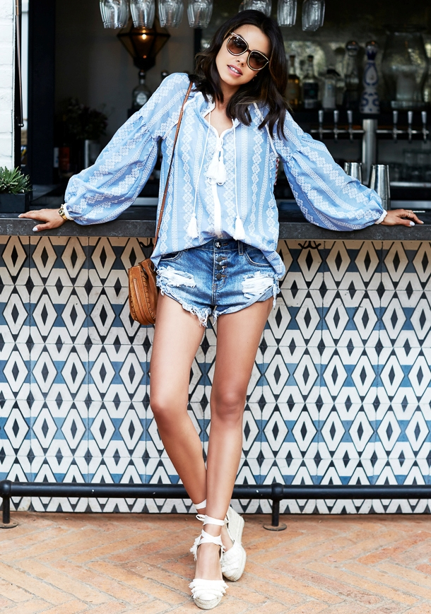 blue-med-shorts-blue-light-top-blouse-peasant-white-shoe-sandalw-cognac-bag-spring-summer-brun-weekend.jpg