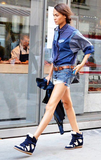 blue-med-shorts-blue-med-collared-shirt-howtowear-fashion-style-outfit-spring-summer-blue-shoe-sneakers-wedge-belt-bun-denim-brun-weekend.jpg
