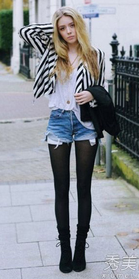 how-to-style-blue-med-shorts-white-tee-blonde-black-tights-black-shoe-booties-stripe-white-jacket-blazer-fall-winter-fashion-weekend.jpg