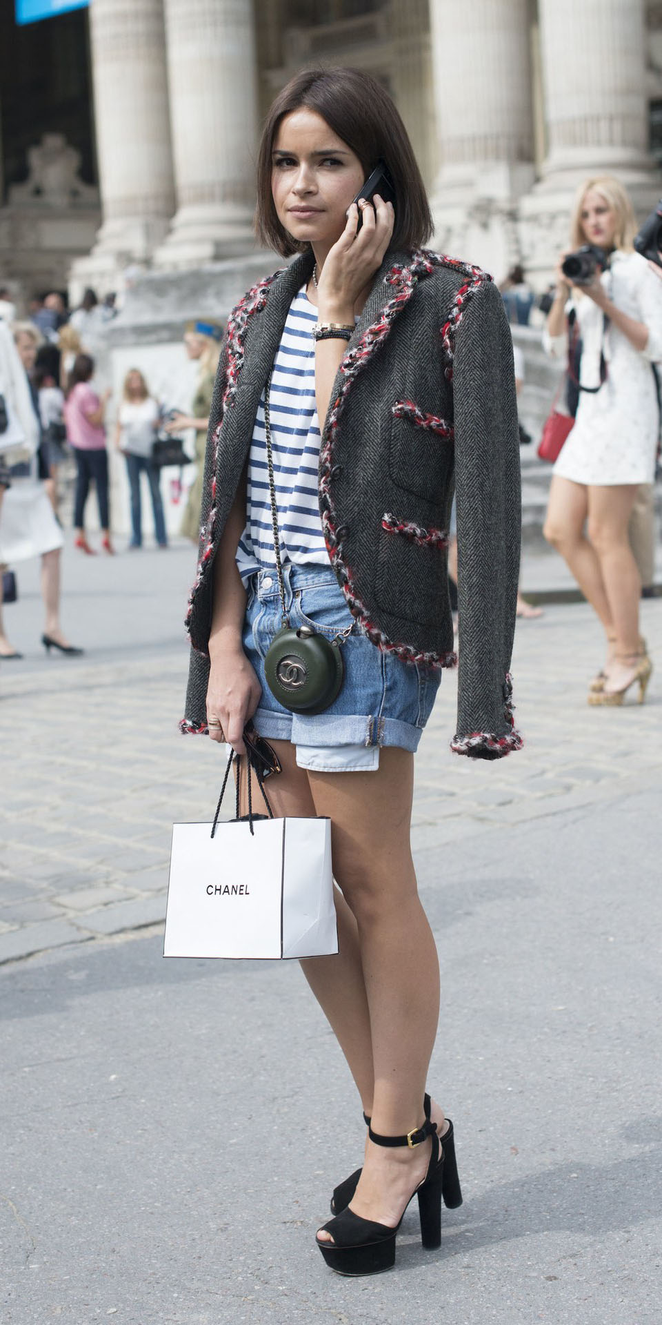 miroslavaduma-blue-med-shorts-blue-med-tee-stripe-brun-bob-black-shoe-sandalh-grayd-jacket-lady-fall-winter-lunch.jpg
