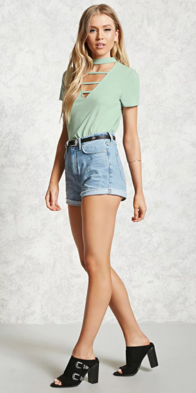 blue-light-shorts-denim-belt-black-shoe-sandalh-mules-green-light-tee-spring-summer-blonde-weekend.jpg