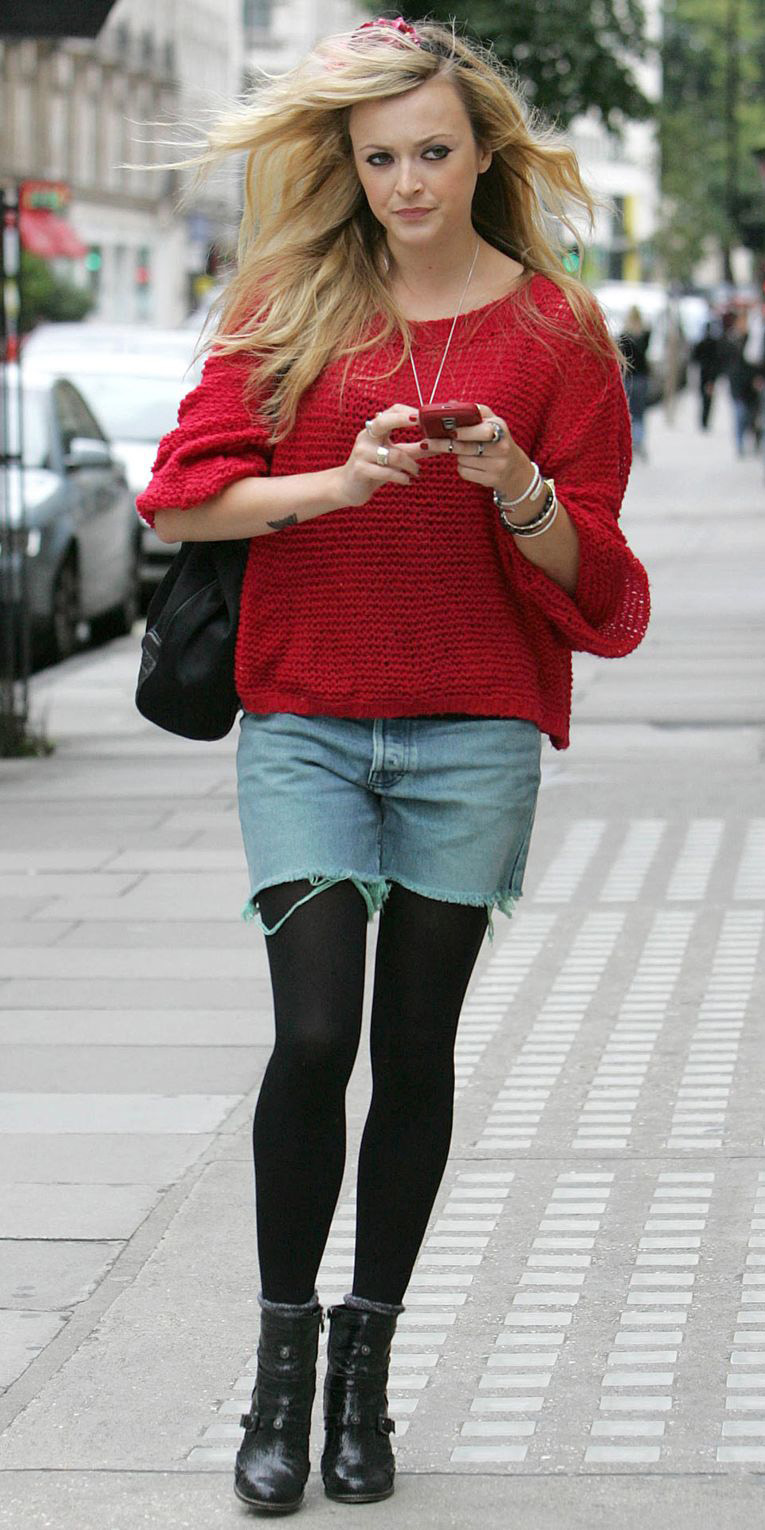 blue-light-shorts-denim-cutoffs-black-tights-socks-black-shoe-booties-red-sweater-fearnecotton-blonde-fall-winter-lunch.jpg
