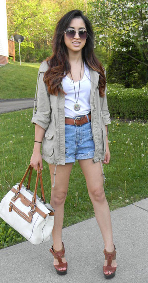 blue-light-shorts-white-tee-belt-necklace-pend-tan-jacket-utility-white-bag-sun-cognac-shoe-sandalw-howtowear-fashion-style-outfit-brun-spring-summer-weekend.jpg