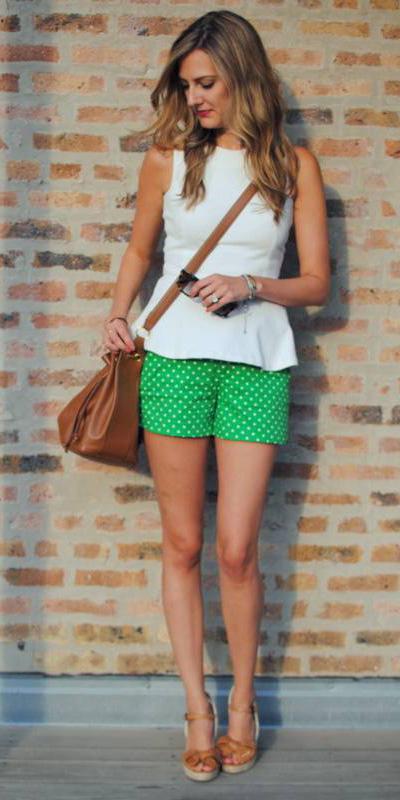 how-to-style-green-emerald-shorts-white-top-peplum-blonde-cognac-bag-cognac-shoe-sandalw-spring-summer-fashion-weekend.jpg