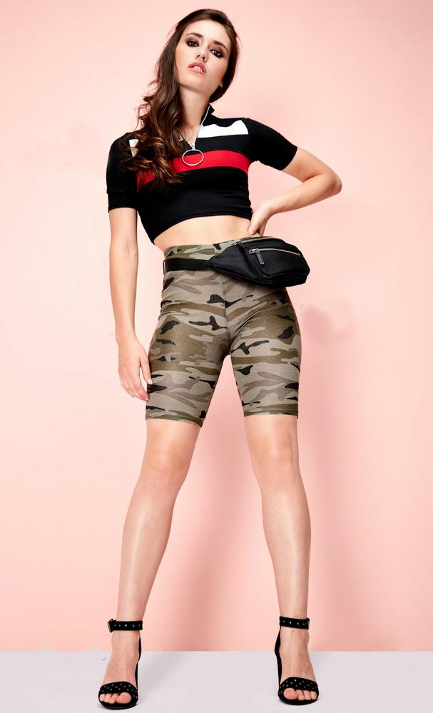 green-olive-shorts-cycling-bike-camo-print-black-crop-top-black-bag-fannypack-brun-black-shoe-sandalh-spring-summer-lunch.jpg