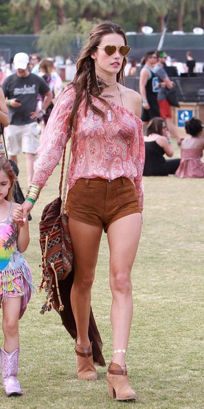 camel-shorts-pink-magenta-top-blouse-peasant-paisley-print-sun-cognac-shoe-booties-coachella-alessandraambrosio-spring-summer-weekend.jpg
