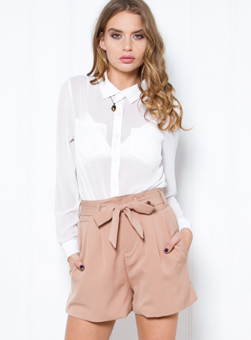 o-peach-shorts-white-collared-shirt-bow-paperbag-howtowear-fashion-style-outfit-hairr-spring-summer-lunch.jpg