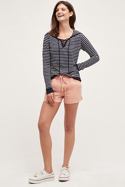 o-peach-shorts-blue-navy-sweater-stripe-hoodie-howtowear-fashion-style-outfit-spring-summer-white-shoe-sneakers-brun-weekend.jpg