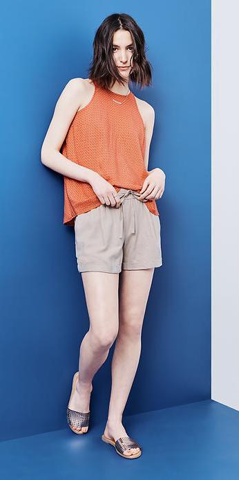 o-tan-shorts-orange-top-tan-shoe-sandals-metallic-howtowear-fashion-style-outfit-spring-summer-brun-weekend.jpg