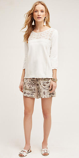o-tan-shorts-white-top-howtowear-fashion-style-outfit-spring-summer-white-shoe-flats-print-bracelet-earrings-blonde-weekend.jpg