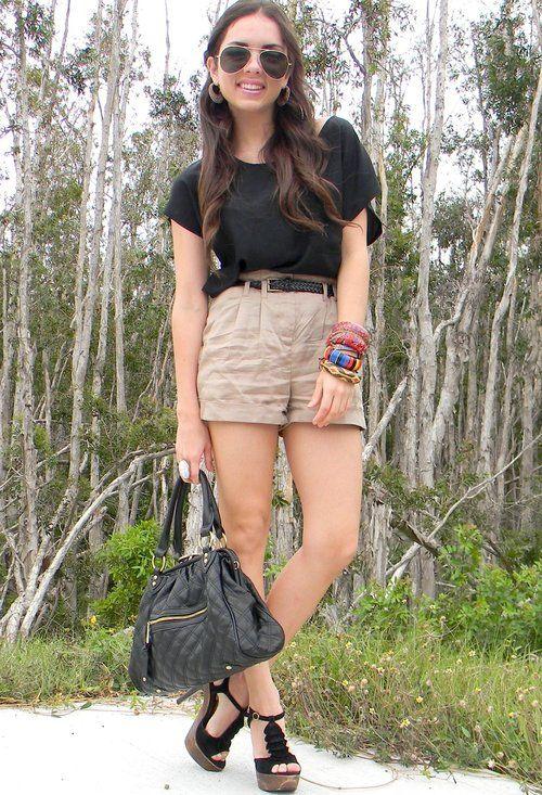 o-tan-shorts-black-tee-belt-bracelet-black-bag-black-shoe-sandalh-hoops-sun-howtowear-fashion-style-spring-summer-outfit-brun-lunch.jpg
