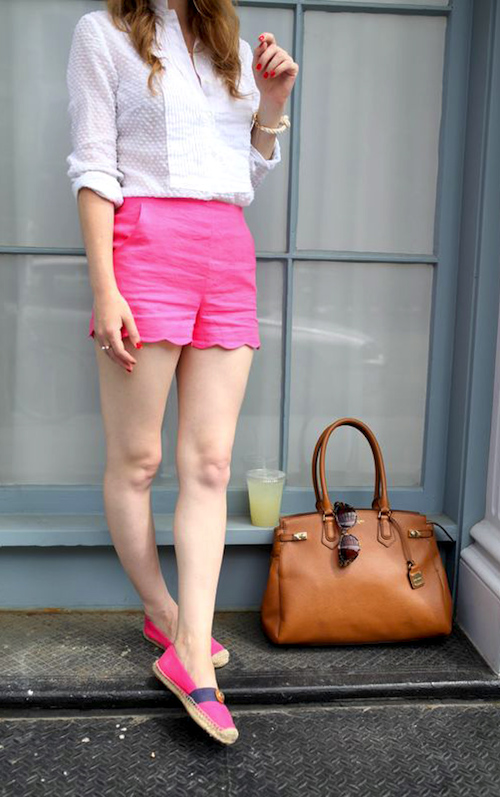 pink-magenta-shorts-white-top-blouse-magenta-shoe-flats-cognac-bag-howtowear-fashion-style-outfit-hairr-spring-summer-weekend.jpg