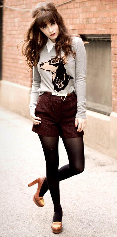 burgundy-shorts-grayl-sweater-graphic-brun-black-tights-cognac-shoe-pumps-tweed-fall-winter-lunch.jpg