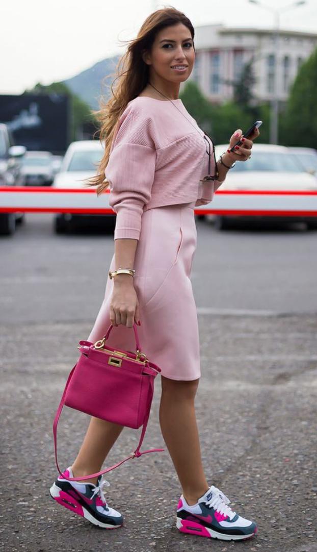 pink-light-aline-skirt-pink-light-sweater-magenta-shoe-sneakers-pink-bag-howtowear-style-fashion-spring-summer-hairr-lunch.jpg