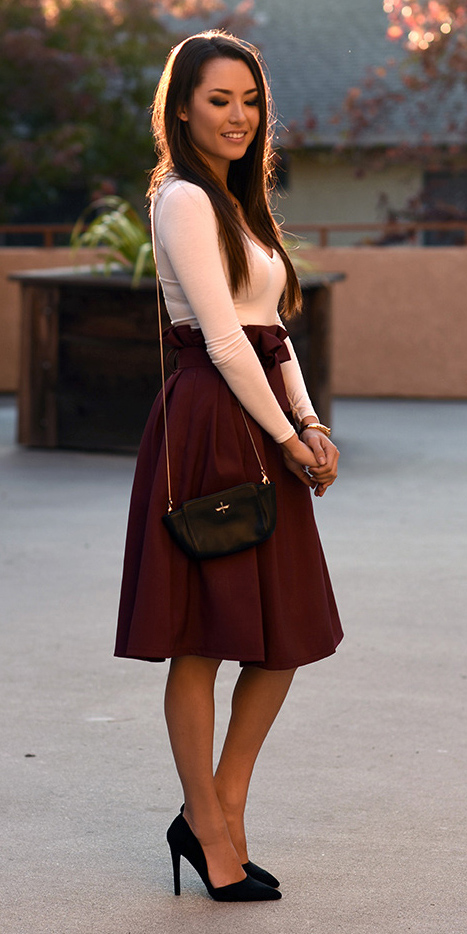 r-burgundy-aline-skirt-white-tee-black-bag-howtowear-fashion-style-outfit-fall-winter-black-shoe-pumps-full-girly-brun-dinner.jpg