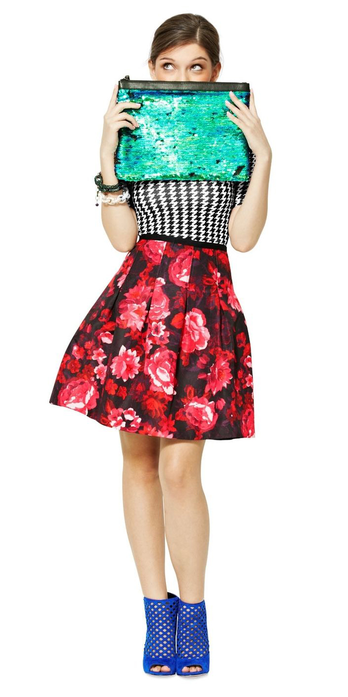 red-aline-skirt-floral-print-green-bag-clutch-blue-shoe-sandalh-hairr-fall-winter-holiday-christmas-outfits-dinner-mix-prints.jpg