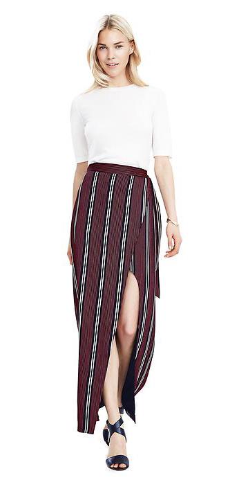 r-burgundy-maxi-skirt-white-top-black-shoe-sandalh-wear-style-fashion-spring-summer-stripe-slit-blonde-lunch.jpg