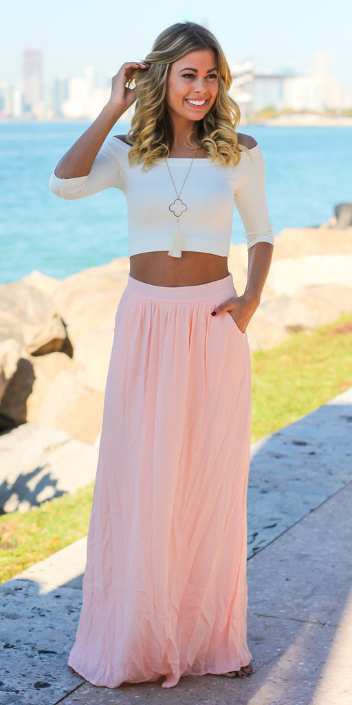 pink-light-maxi-skirt-white-crop-top-necklace-pend-blonde-spring-summer-dinner.jpg