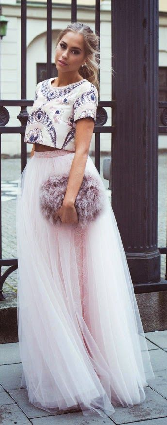 white-crop-top-blonde-pony-clutch-chiffon-pink-light-maxi-skirt-spring-summer-dinner.jpg